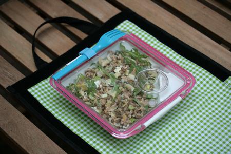 Farro-linzensalade met geitenkaas en avocado